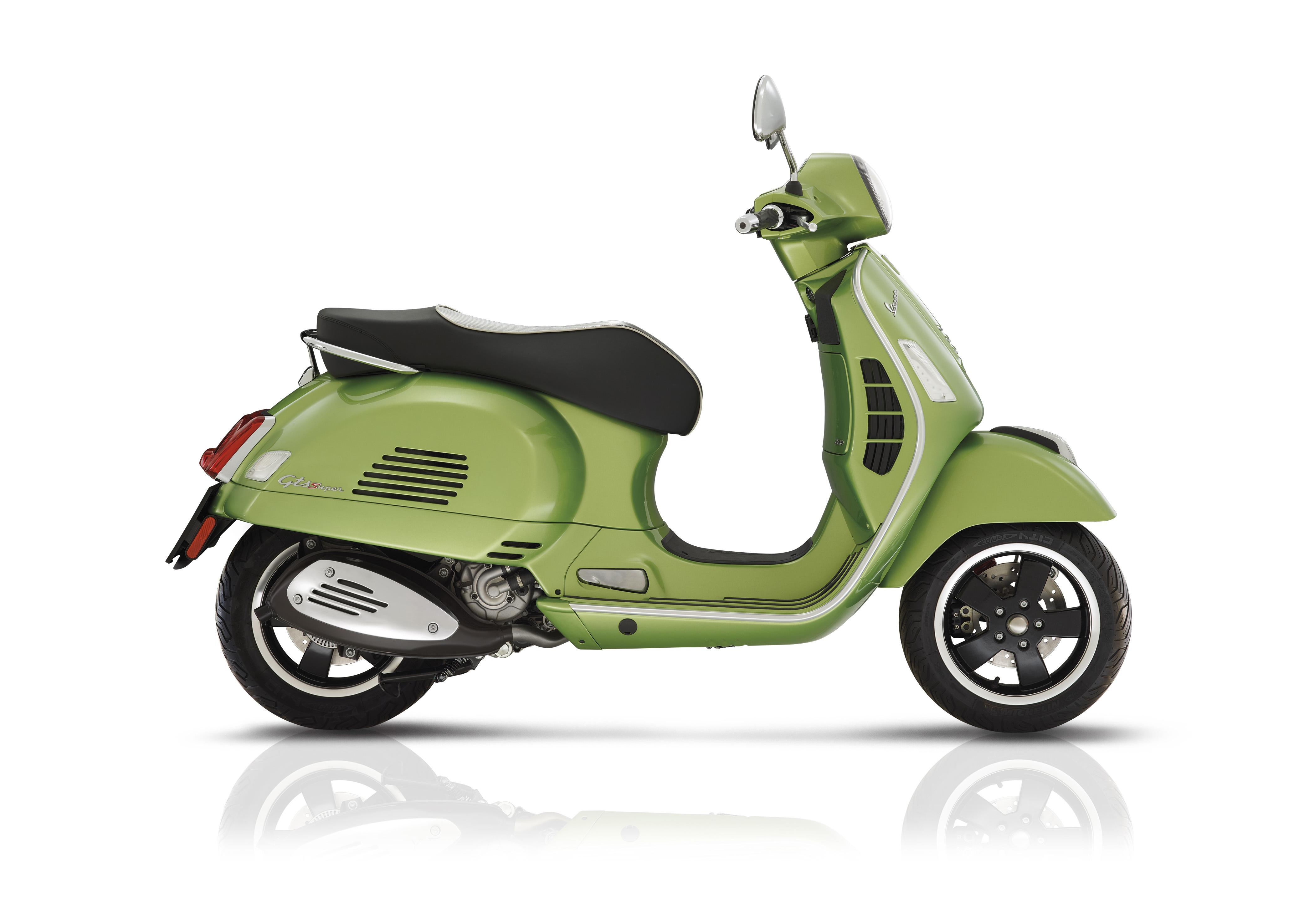 Vespa GTS 300 Super Green